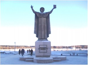 statue of Skaryna holding the Bible